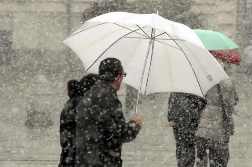 Gli ombrelli del Papa per i senzatetto di roma.