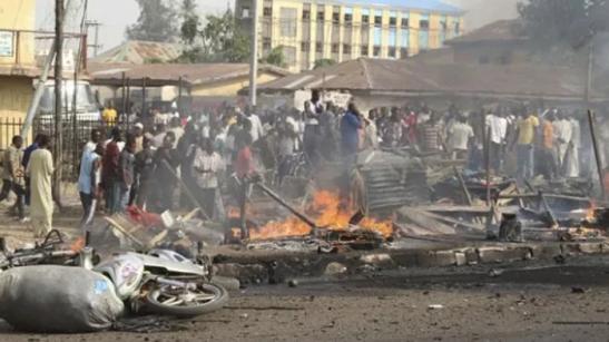 Orrore in Nigeria, l'ultima strage di Boko Haram con la bambina imbottita di esplosivo al mercato