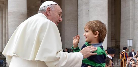 papa-francesco-genitori-ucraina-20150204124333