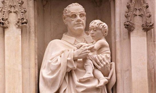 Monseñor Romero, 35 años después, escultura de Romero 01