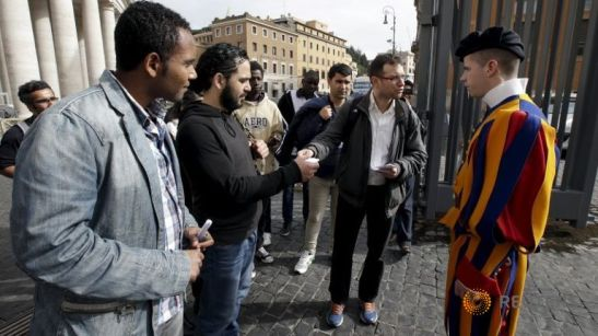 Pontiff Surprises 150 Homeless Persons During Visit to Vatican Museums.