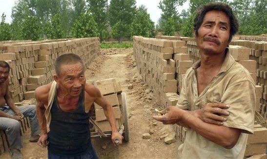 disabili schiavi scoperti in una fabbrica cinese