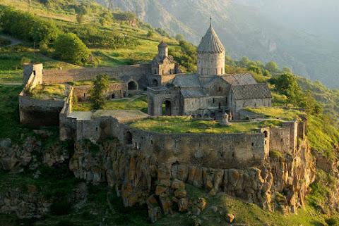 10. Le monastère de Tatev, en Arménie