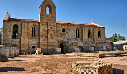 11. Le monastère de Santa Clara-a-Velha au Portugal