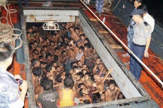 Malaysia, fosse comuni per i migranti.1