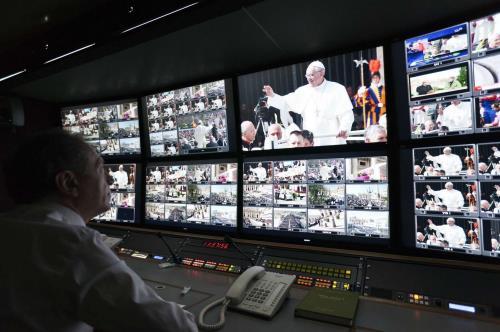 Il Papa crea la Segreteria per le Comunicazioni.