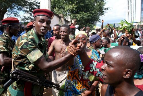 Un'immagine delle recenti manifestazioni antigovernative in Burundi