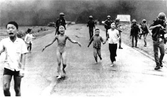 bambina che scappa in Vietnam