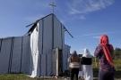 """Calais, la chiesa dei """"disperati"""" dell'Eurotunnel 1"""