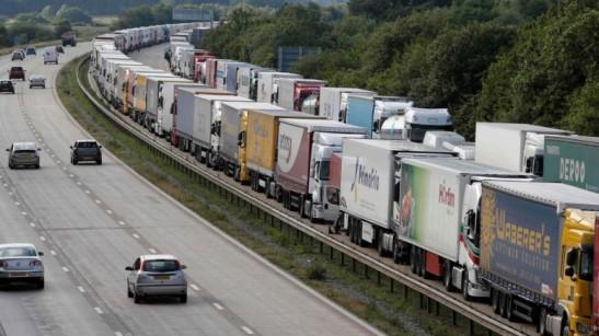 Calais. La polizia francese dice che solo nell'ultima settimana ci sono stati oltre 1700 tentativi