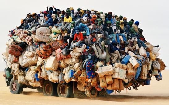 Si diffondono le politiche di respingimento di migranti e profughi.
