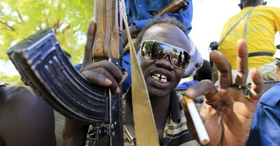 soldado-sul-sudanes-carrega-arma-em-bor-no-noroeste-do-sudao-do-sul-