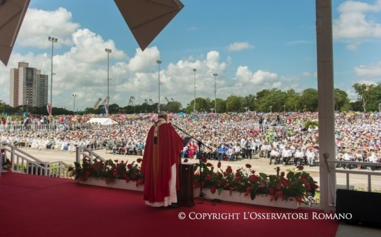10.30 Santa Misa en la Plaza de la Revolución de Holguín1
