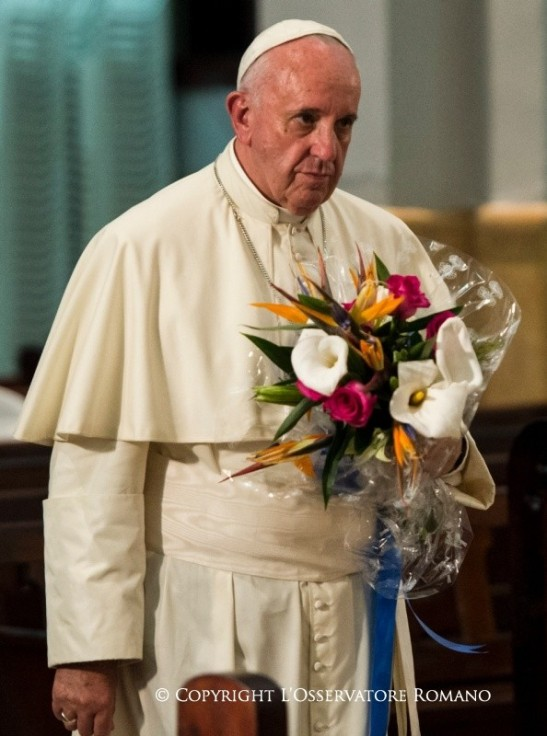 19.45 Oración a la Virgen de la Caridad, con los obispos y el séquito papal