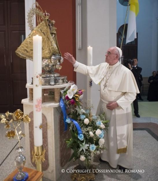 19.45 Oración a la Virgen de la Caridad, con los obispos y el séquito papal1