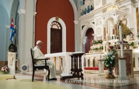 19.45 Oración a la Virgen de la Caridad, con los obispos y el séquito papal5