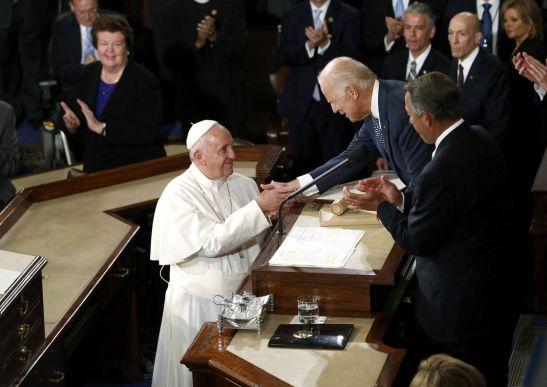 le-pape-francois-accueilli-au-congres