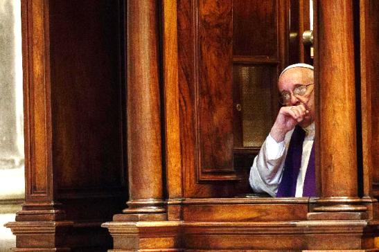 Papa Francisco en el Confesionario