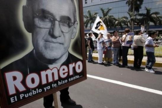 Il Papa, Romero martire anche dopo la morte
