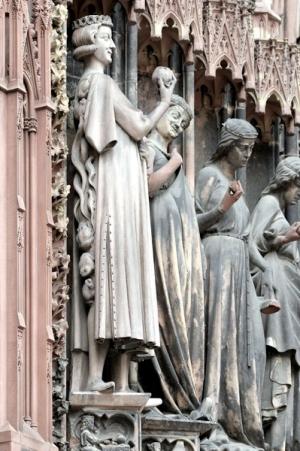 79. Cattedrale di  Notre Dame, Portale destro, la parabola delle Vergini sagge e delle vergini stolte, XV sec. Strasburgo Francia1