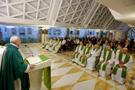 Papa-Francesco-Messa-triste-vedere-preti-e-vescovi-attaccati-ai-soldi