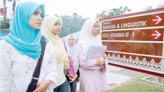 All'ateneo Studentesse dell'Università statale di Kuala Lumpur dove sono organizzati i seminari «anti-cristiani»