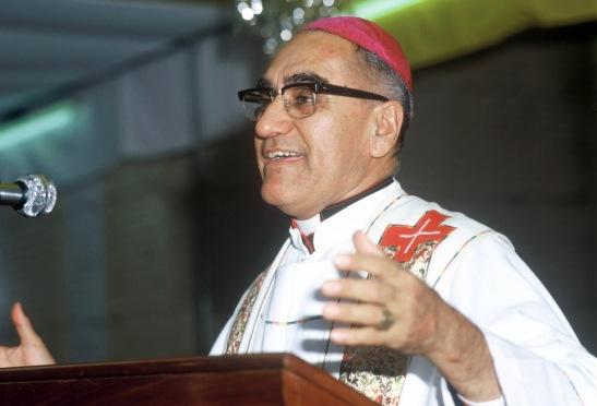 Mgr Oscar Romero, archevêque de San Salvador, assassiné alors qu'il célébrait la messe le 24  mars 1980