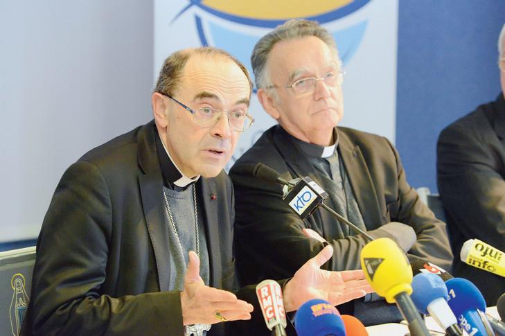 Le cardinal Philippe Barbarin et Mgr Georges Pontier, président de la Conférence des évêques.