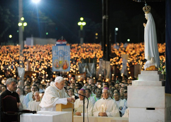 Bento XVI reafirma que publicação do Segredo de Fátima está completa.