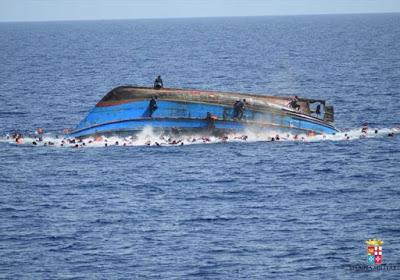 """I 91 superstiti del naufragio di giovedì """"Eravamo 500"""". In tre giorni settecento vittime..."""