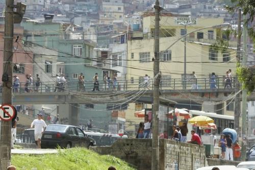 Orrore a Rio, lo stupro finisce sui social