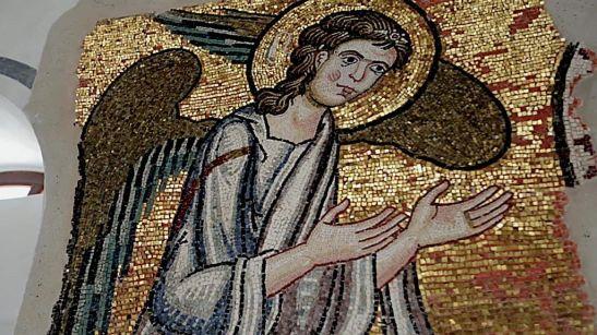 El ángel que pasó 900 años oculto bajo el yeso en la Iglesia de la Natividad de Belén.jpg