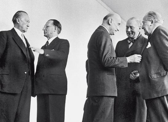 Alcide De Gasperi con Konrad Adenauer, Robert Schuman e i ministri degli Esteri di Olanda e Lussemburgo.jpg
