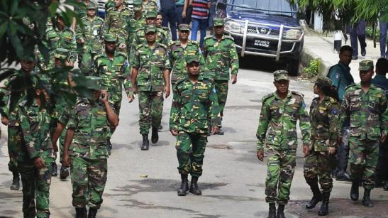 El ejército tras el atentado en Dacca.jpg