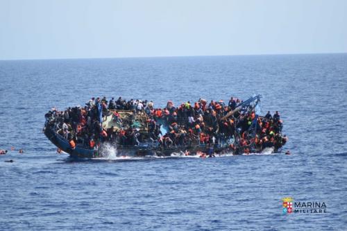 Recuperati i corpi dei 700 migranti