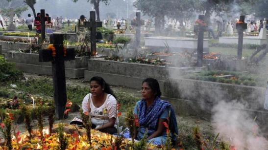 Christian women in India pray..jpg