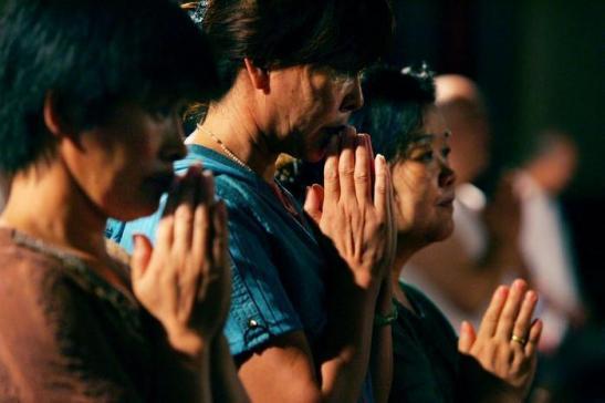 Cristiani cinesi in preghiera.