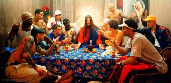 David Lachapelle, Ultima cena (particolare), foto dalla serie Jesus is my homeboy, 2003,.jpg