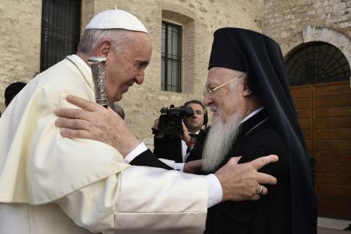 il-papa-ad-assisi-nel-segno-della-pace