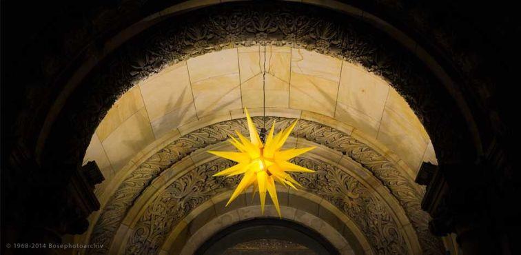 decorazione-allingresso-della-kaiser-wilhelm-gedachtniskirche-chiesa-memoriale-dellimperatore-guglielmo-sulla-piazza-dellattentato