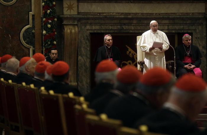 papa-francisco-con-sus-colaboradores-de-la-curia
