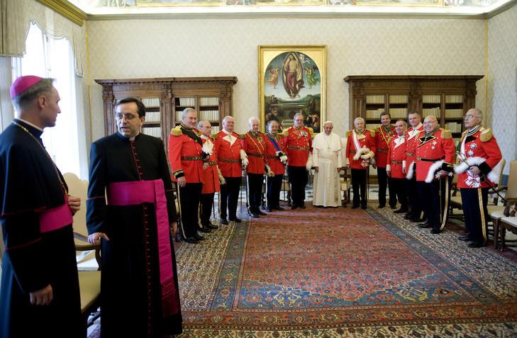Le pape reçoit les représentants de l'Ordre de Malte (22 juin 2013).jpg