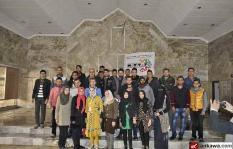 giovani-volontari-musulmani-ripuliscono-la-chiesa-della-vergine-maria-a-mosul-ex-base-dei-jihadisti
