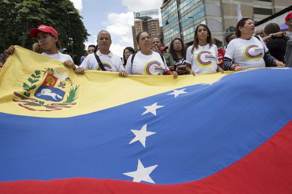 A Caracas una manifestazione di sostenitori del Governo e della Costituente (Ansa).jpg