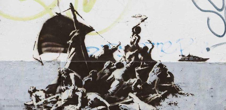 Banksy, La zattera della medusa (da Géricault), Calais, 2016, stencil e pittura acrilica su muro