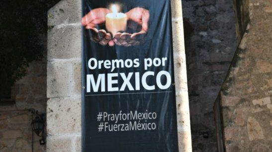 Prions-pour-le-Mexique-¦-©-Jacques-Berset-800x450
