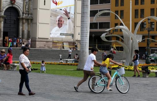 POPE-PERU.jpg
