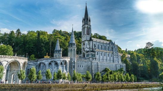 Basilique_Notre-Dame-du-Rosaire_de_Lourdes_HDR_front.jpg