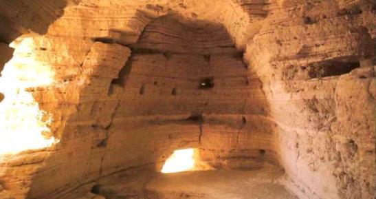L'interno di una delle grotte del Qumran