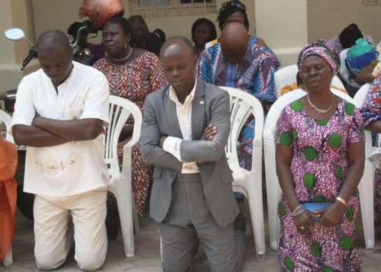 Des-fidèles-et-des-politiques-lors-dune-prière-pour-une-sortie-de-la-crise-politique-au-togo_CharlesAyetan.jpg